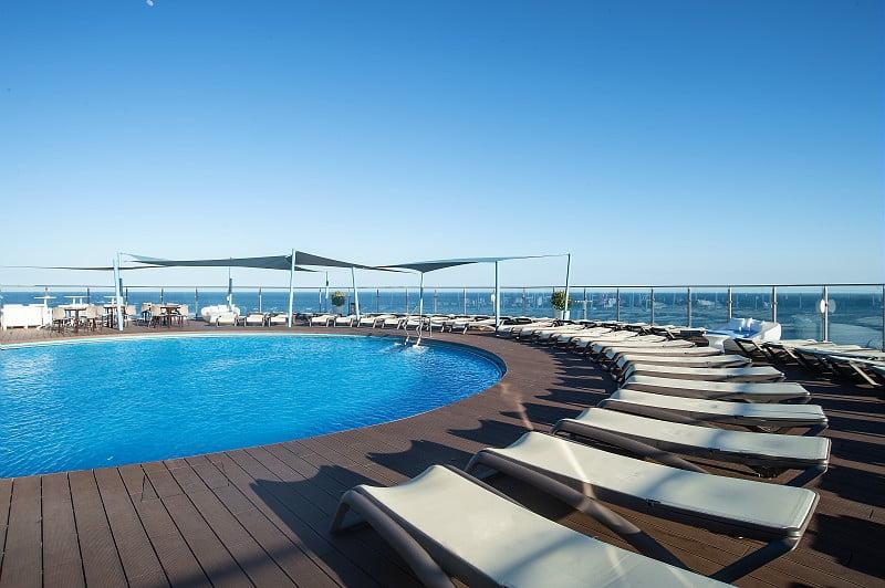 Hotel El Puerto | Piscina | By Pierre & Vacances